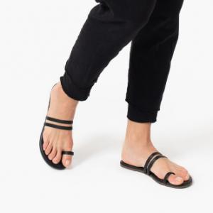 Leah Sandals TKEEs black