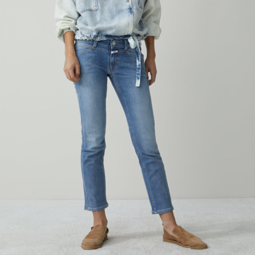 MID BLUE LOW RISE STARLET CLOSED JEAN